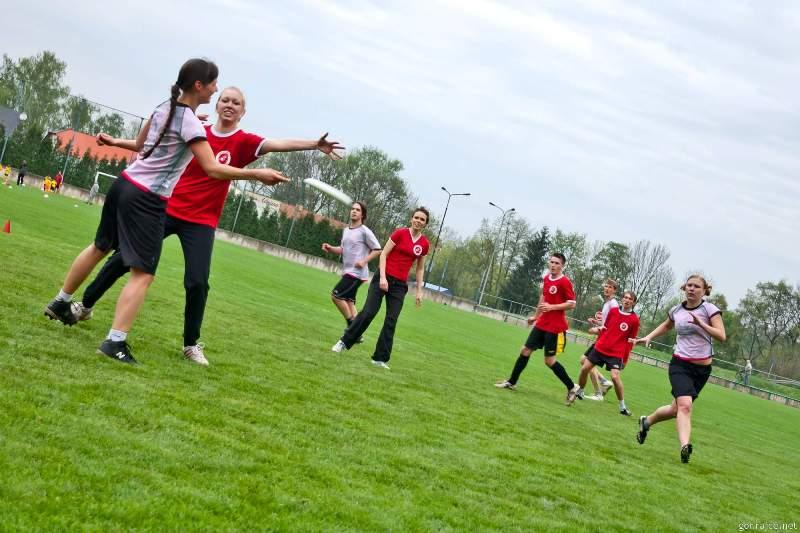 1. amatérský ultimate frisbee turnaj v Dobrušce 4. 5. 2013